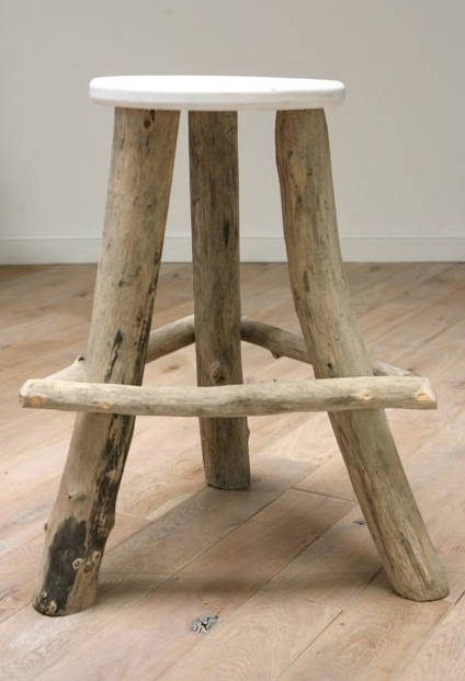 Tabourets en bois flott les bois flott s de sophie for Structure en bois flotte